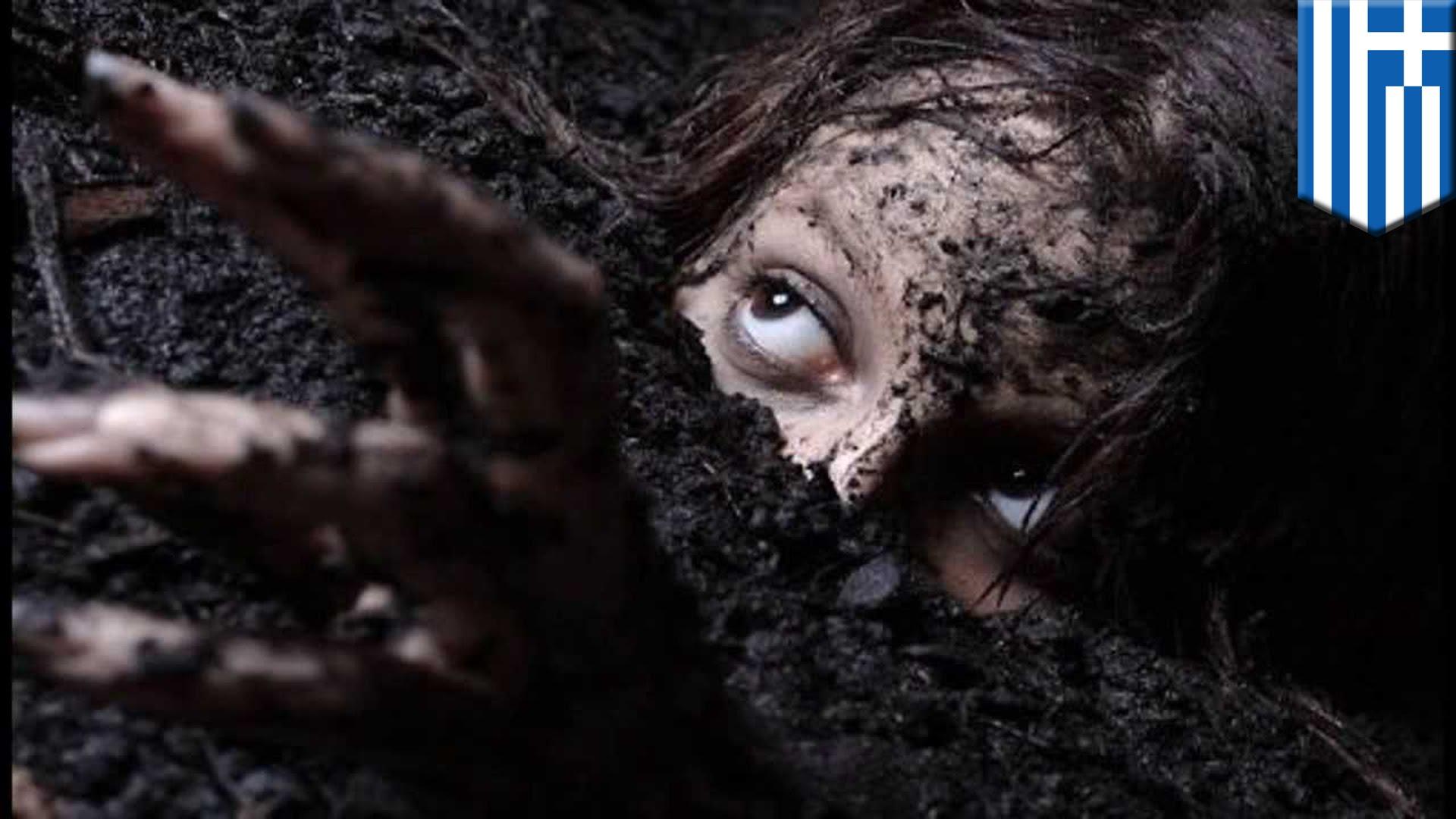 生き埋め?墓の下から叫び声・・・