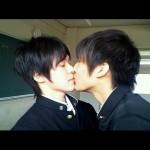 男同士でキス!