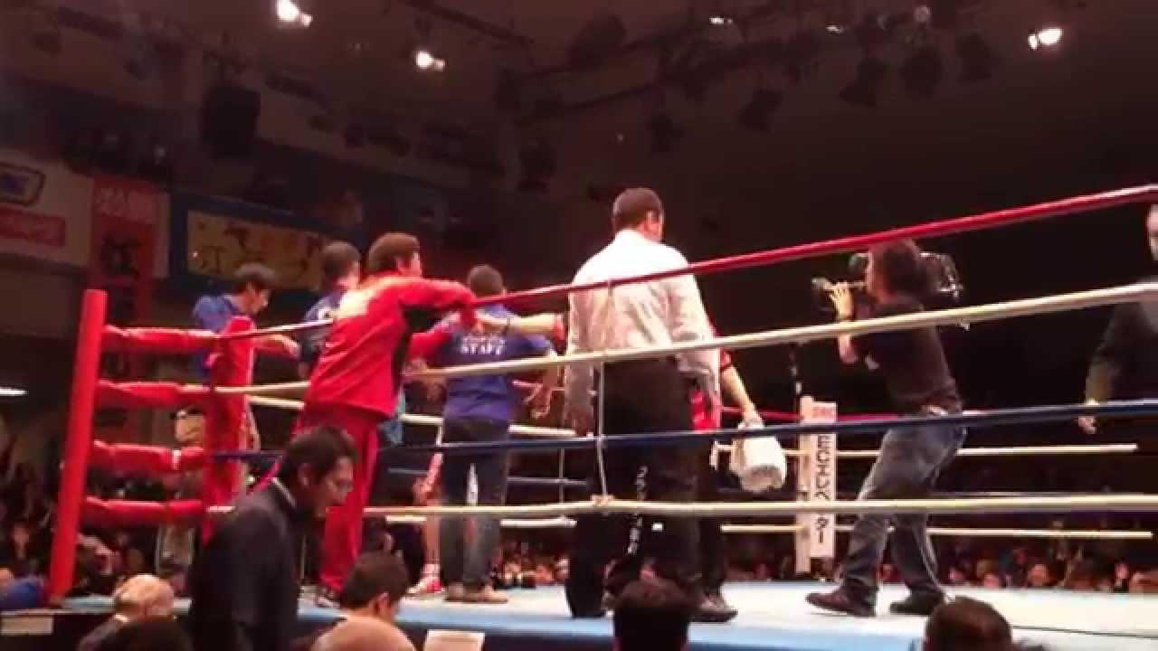 ロバート山本がまさかのプロボクサーデビュー!