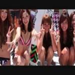 卒業旅行先のオーストラリアで知り合った男の子たちと裸で海に・・・