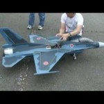 ハンパじゃないジェットエンジンのラジコン飛行機!