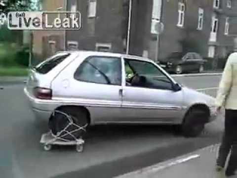 車のタイヤがパンクした時のおもしろ対処法!