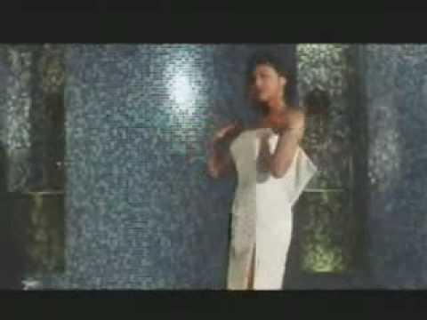 藤原紀香のストリップ動画!紀香が全裸に・・・