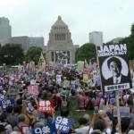 「ストップ、安保法案」国会前を埋め尽くす安保法案に抗議するデモ動画
