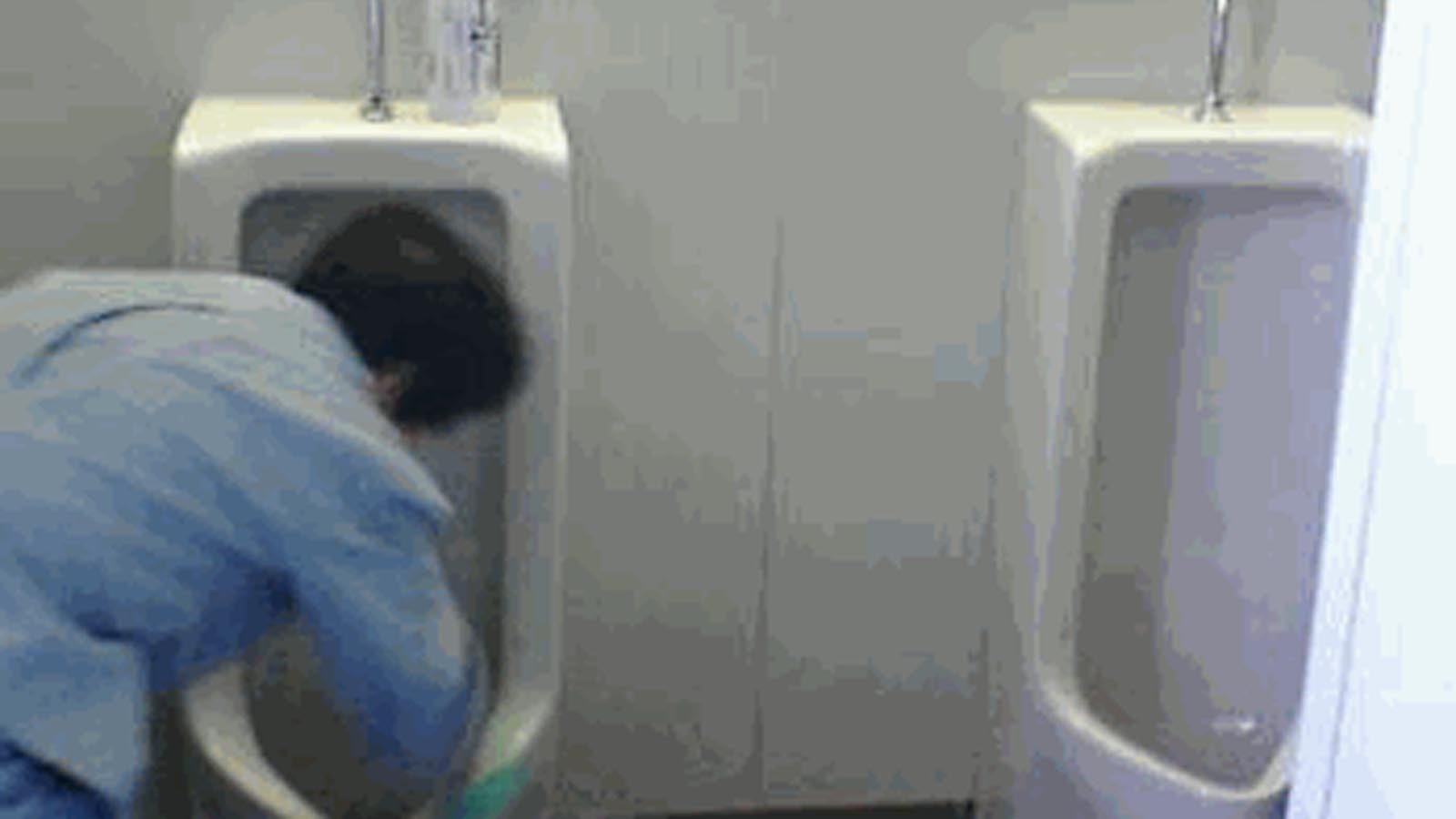 心無い馬鹿大学生にバカにされたトイレ清掃員を救った言葉・・・