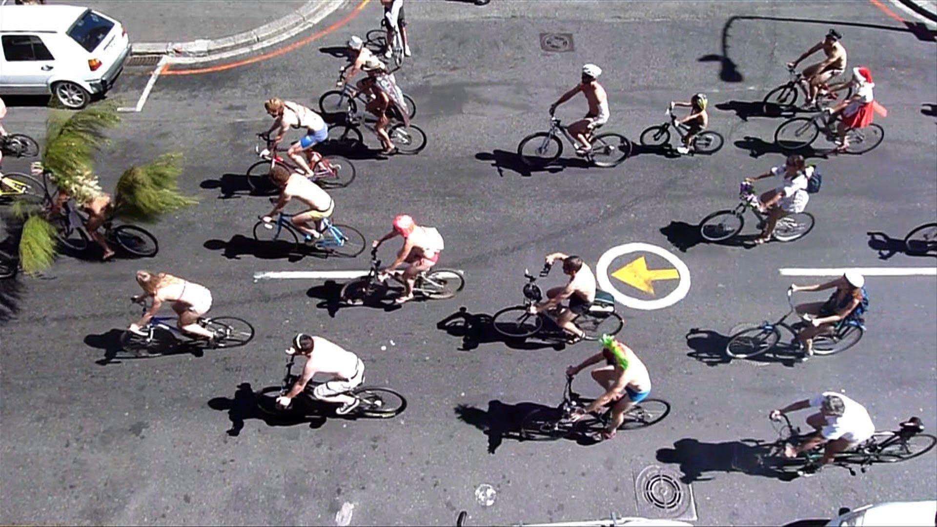 全裸でサイクリング!「ワールド・ネーキッド・バイク・ライド」