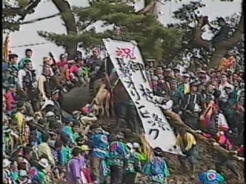 巨木が100mの急坂を一気に下る! 「御柱祭」