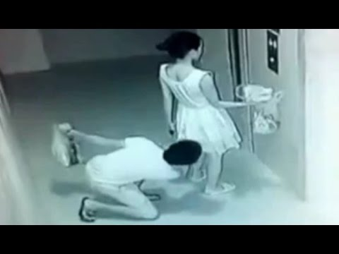 女性のスカートをのぞく中国人!