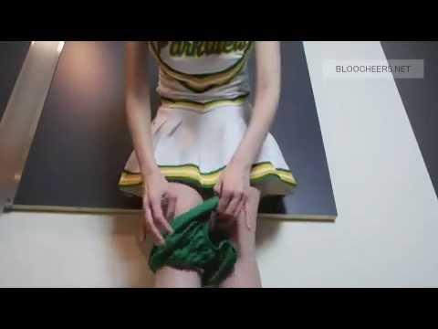 チアリーダーがブルマーを履いている動画