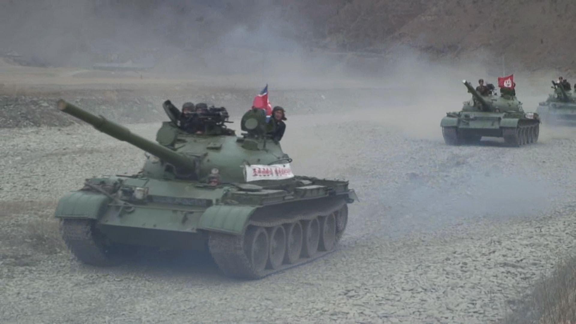 北朝鮮軍事演習 動画