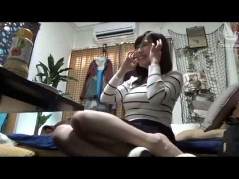パンツが見えそうなくらいのミニスカートで誘惑する後輩にキスしたい!