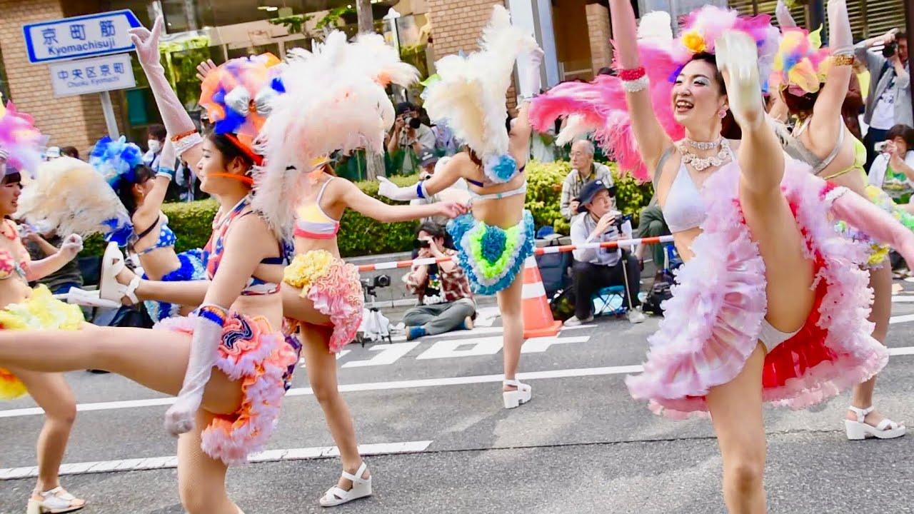 ビキニ姿でサンバ!「神戸サンバチーム」