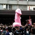 男根神輿が町を練り歩く! 「かまなら祭」