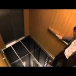【ドッキリ!】エレベーターの床が!!