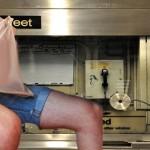 ニューヨークの地下鉄駅員が勤務中にオナニーをしていた!