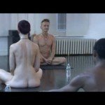 男女一緒の全裸ヨガ教室!