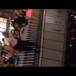 阪神タイガース優勝で大阪の道頓堀にミニスカートの女性や上半身裸の男性ら続々と飛び込む!