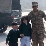 パキスタン学校襲撃 死傷者140人以上