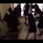 女子高生が呪いをかける動画・・・