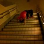 超危険な階段の降り方「エクソシスソウォーク」