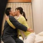 病院で看護師と患者がキス♡