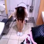 トイレ姿を友達に撮られた女子たちのVine動画!