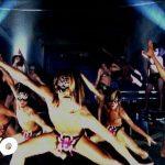 ほぼ全裸の男子たちが乱舞! DJ OZMA 「Spiderman」