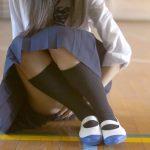 体育座りをする時に下着がみえないようにする方法! 「シャリ隠し」&「お姉さん体育座り」