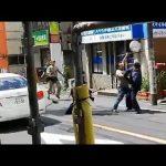 クロネコヤマトの従業員が大活躍!刃物を持った犯人に果敢に立ち向かいボコボコに!!