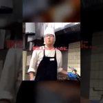 バーミヤンのバイト店員が鍋の火でタバコに火を点ける!